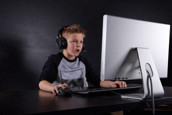 Cât de reală e dragostea online sau despre pericolele relațiilor virtuale