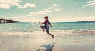 copil-pe-plaja