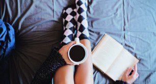 adolescenta cafea si carte