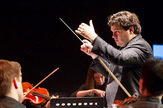 Din Statele Unite, pe scena Sălii Radio: Cristian Măcelaru dirijează Enescu și Rachmaninov